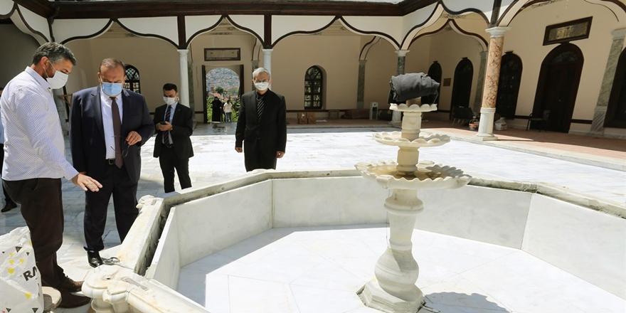 Bursa Valisi Canbolat'tan Emirsultan Camii'ne Ziyaret